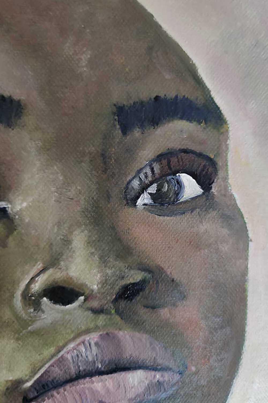 In dem neuen Bild von Melina Petala sehen wir ein schwarzes Model selbstbewusst in die Kamera schauen